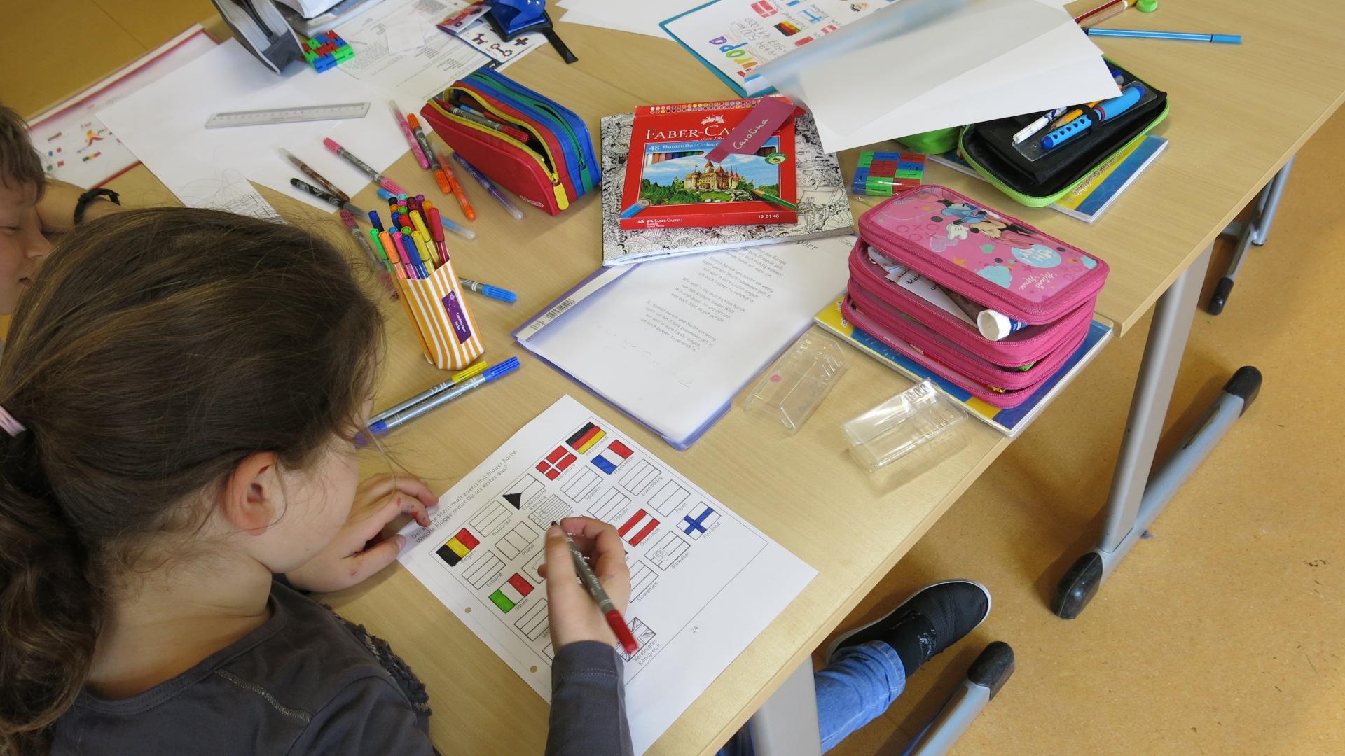 bilinguale grundschule feiert europa bilinguale grundschule altmark. Black Bedroom Furniture Sets. Home Design Ideas